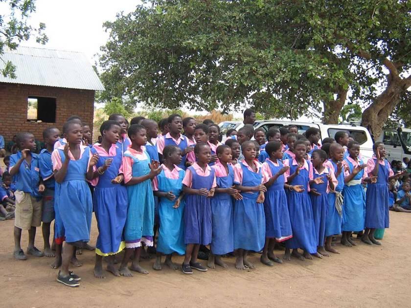 Jugendliche in Schuluniform